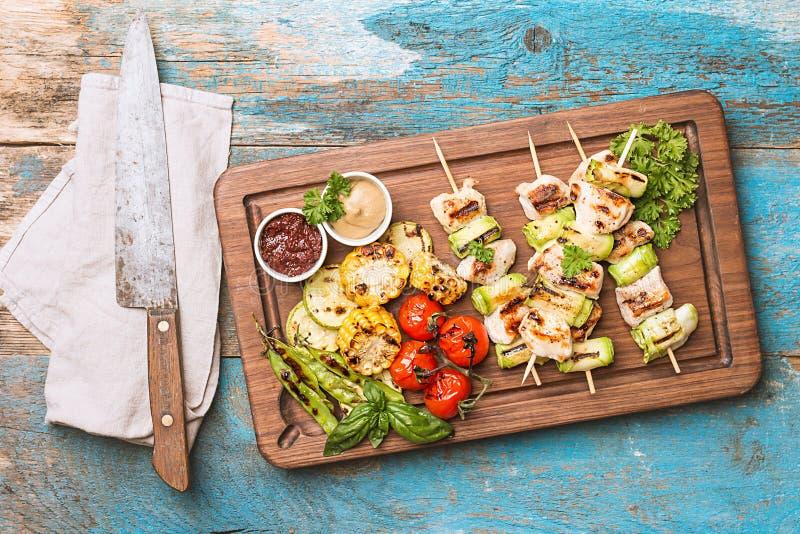 Kebab del pollo con el calabacín imagen de archivo