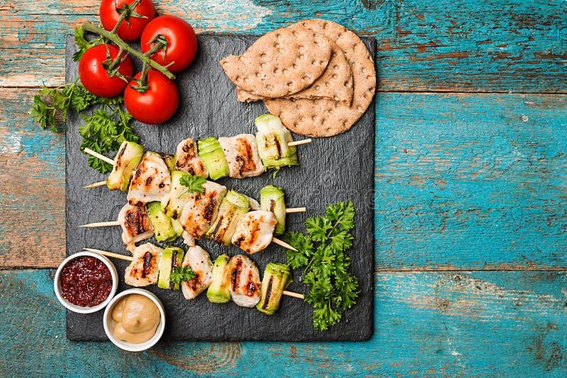 Kebab del pollo con el calabacín foto de archivo libre de regalías