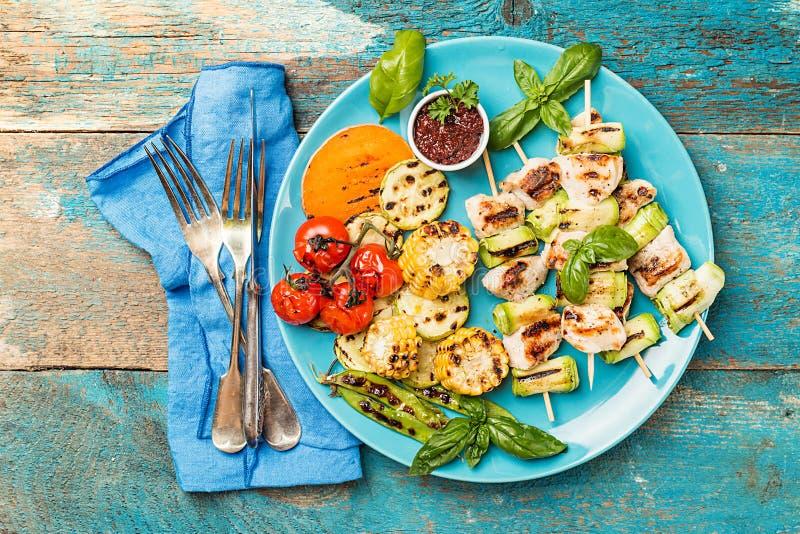 Kebab del pollo con el calabacín imagen de archivo libre de regalías