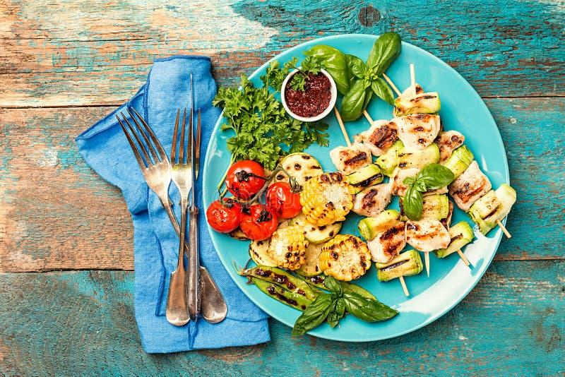Kebab del pollo con el calabacín foto de archivo