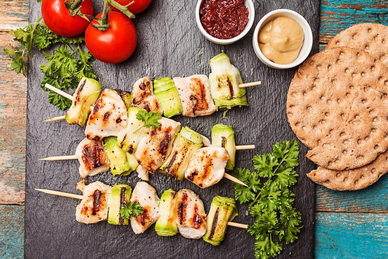 Kebab del pollo con el calabacín fotografía de archivo libre de regalías