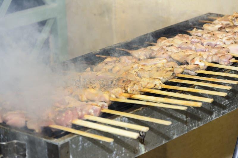 Kebab del pollo sulla griglia fotografia stock