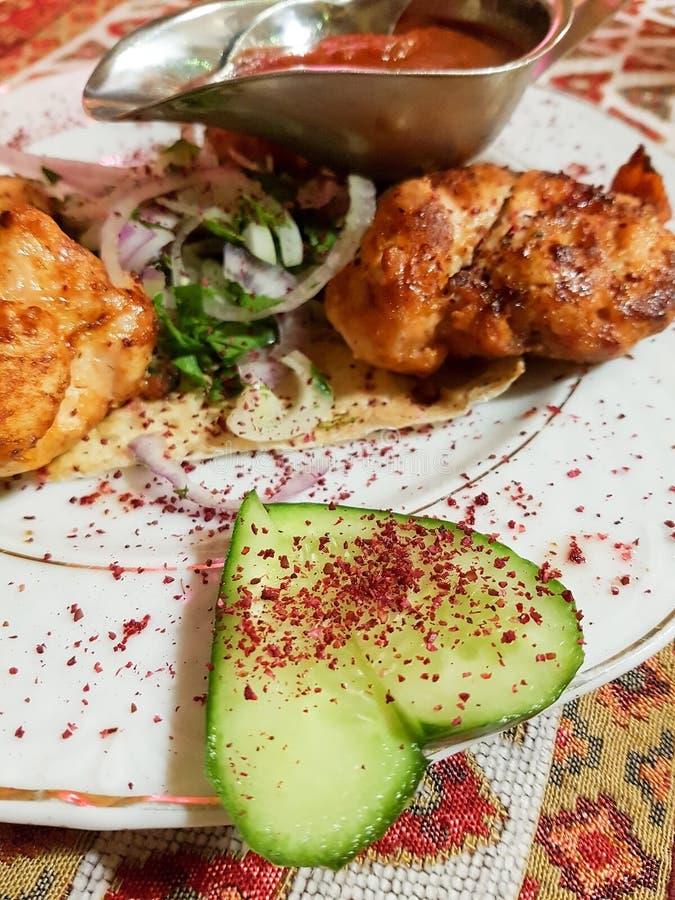Kebab delizioso del pollo nel ristorante immagine stock libera da diritti