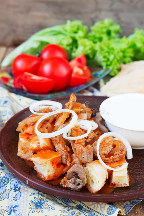 Kebab di Iskender - alimento turco tradizionale fotografia stock