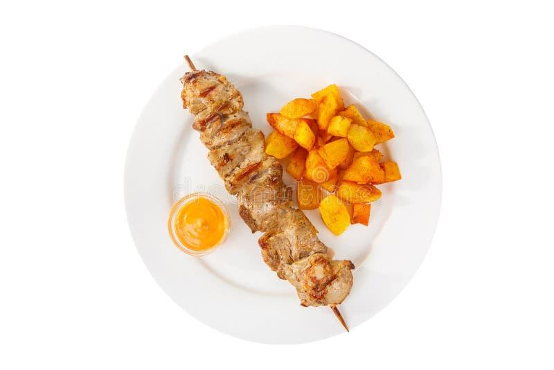 Kebab mit der Soße lokalisiert mit Kartoffel stockbild