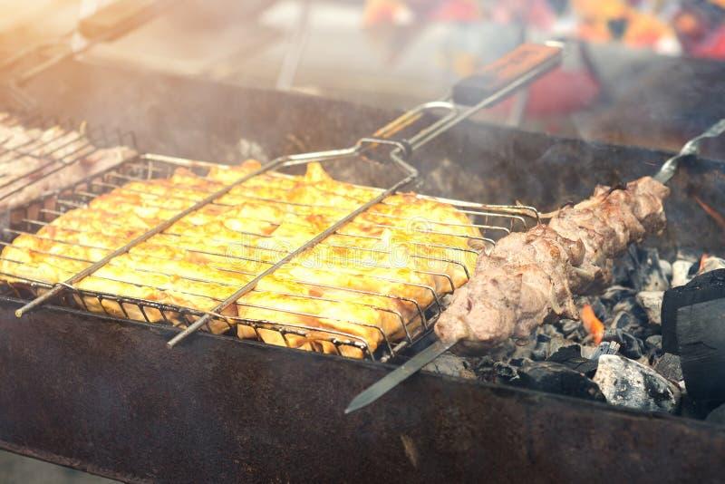 Kebab sugli spiedi Carne di maiale della carne La Turchia fotografia stock libera da diritti