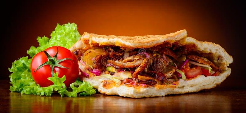 Kebab y verduras imagenes de archivo