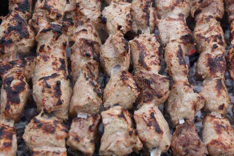 Kebaber över charcoal-2 arkivfoto