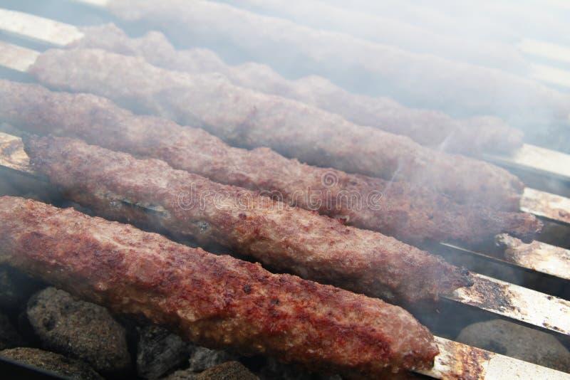 Kebabs auf Grill lizenzfreies stockfoto