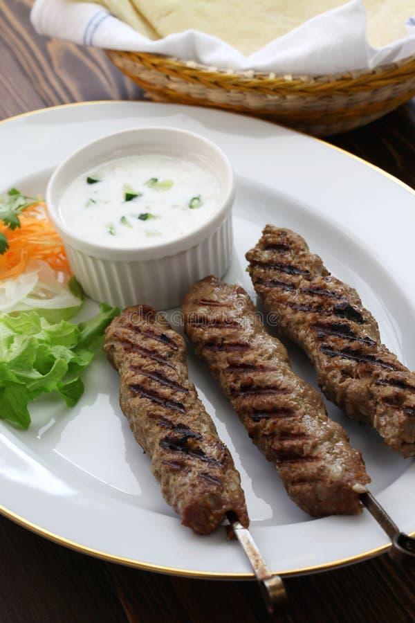 Kebabs de tierra del cordero imágenes de archivo libres de regalías