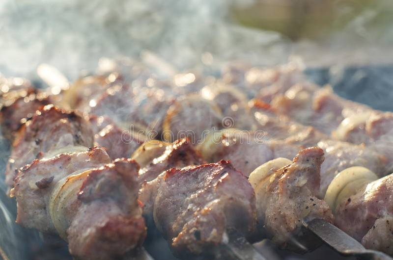 Kebabs dymienie na grillu na BBQ obrazy stock