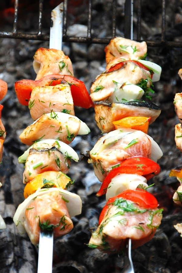 Kebabs saumonés photographie stock libre de droits