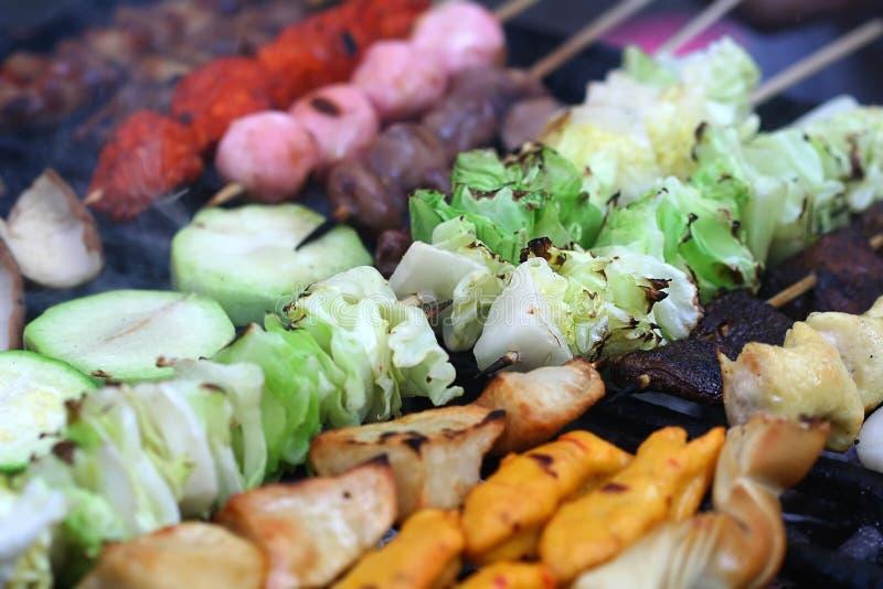 Kebabs vegetais grelhados à perfeição fotografia de stock