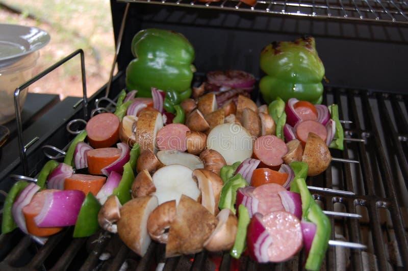 Kebaby na węgla drzewnego grillu fotografia stock