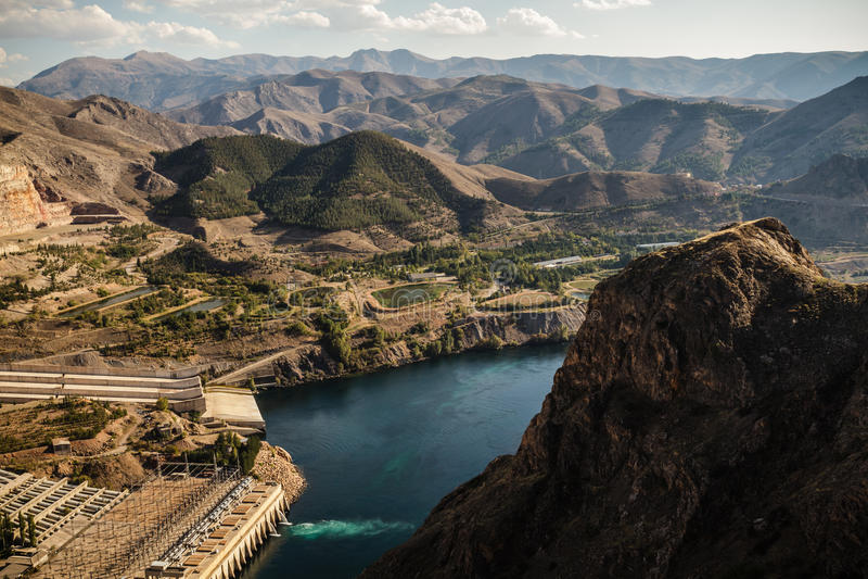 Keban, un barrage hydro-électrique d'énergie photo stock
