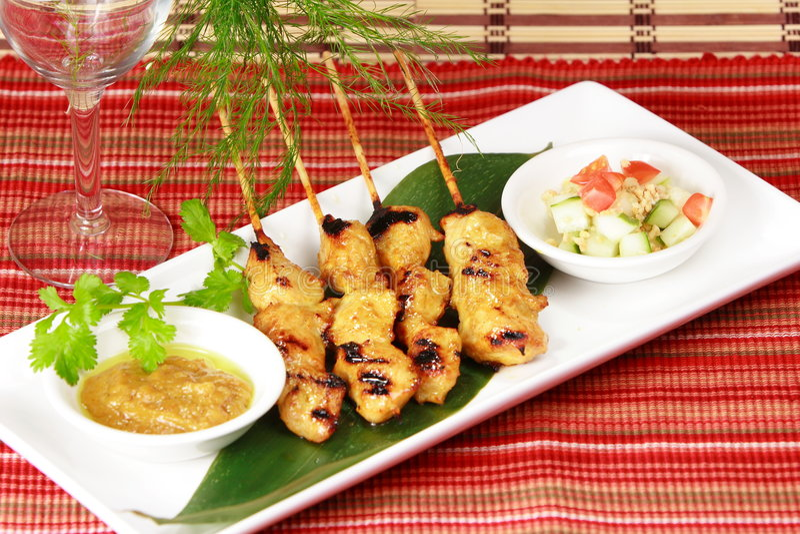 Kebobs grillés frais de shish de poulet (kebabs) photographie stock