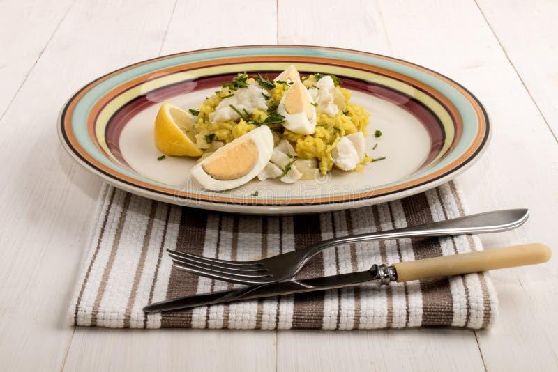 Kedgeree escocês do prato com arroz basmati roasted, arinca cozinhada imagem de stock