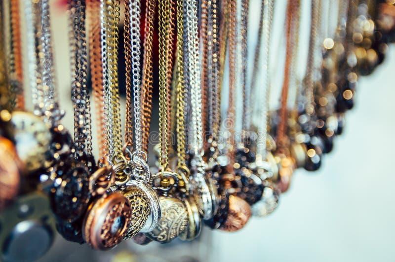 Kedja för brons för silver för smyckenhalsbandklocka guld- ingenting kulle mars royaltyfria bilder