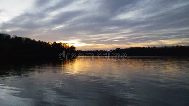 kedjan räknar yttersida USA för solnedgången för skyen för fotografi för horisontalillinois lakelakes ljus o orange royaltyfri bild