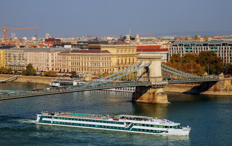 Kedjebro över Donauen, Budapest fotografering för bildbyråer