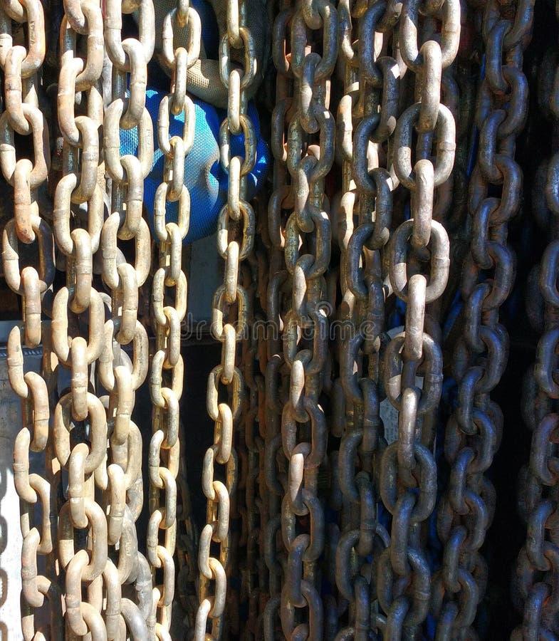 Kedjor Tow Truck Chains Hanging fotografering för bildbyråer