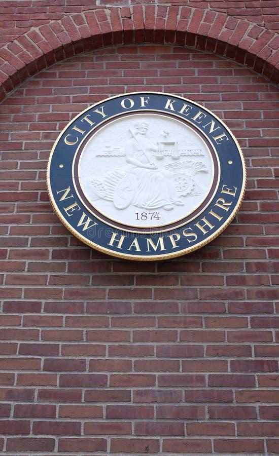 Keene,为它的反创立字符注意的大学镇,城市封印 免版税库存照片