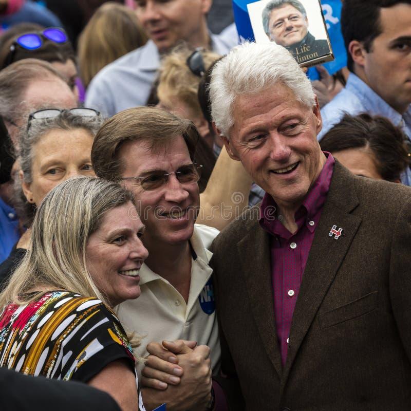 Keene, NH - 2016年10月17日:前U S 比尔・克林顿总统代表他的妻子民主党总统被提名人H竞选 免版税图库摄影
