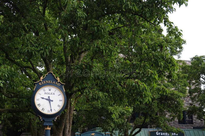 Keeneland赛马跑道时钟在肯塔基在夏天 库存图片