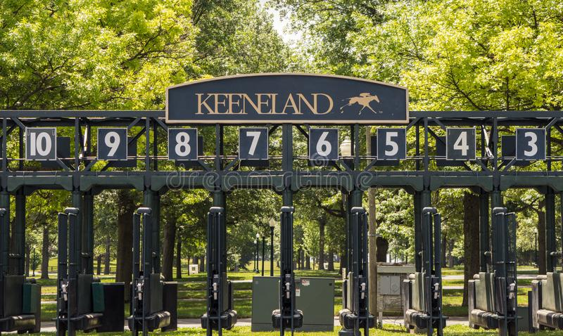 Keeneland赛马跑道起跑门在列克星敦肯塔基 免版税库存图片