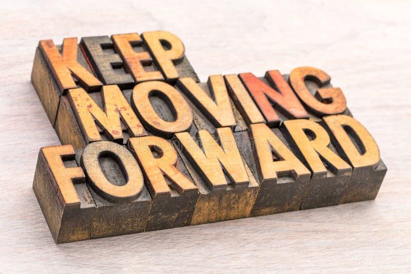 Keep che muove in avanti tipografia astratta di parola fotografia stock