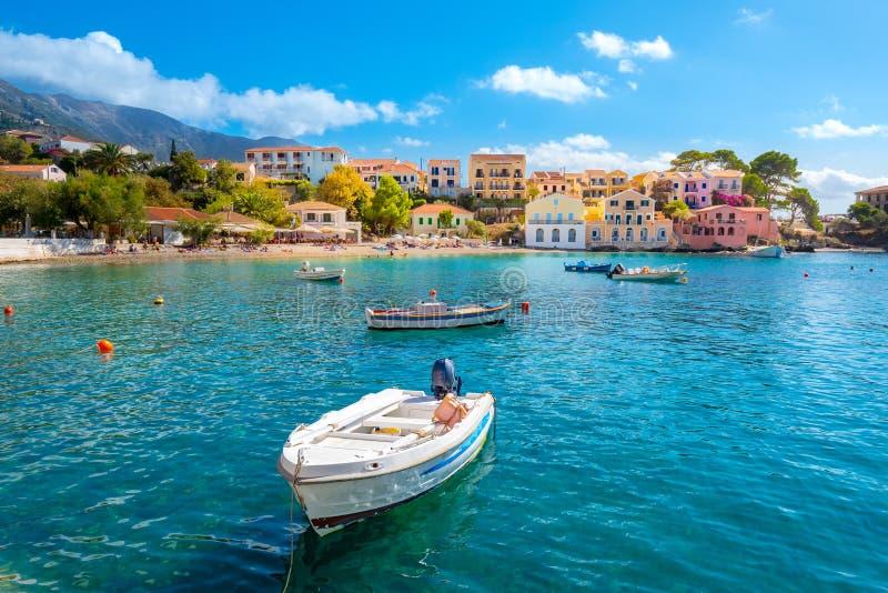 Kefalonia Assos by i den Cephalonia ön, Grekland royaltyfria foton