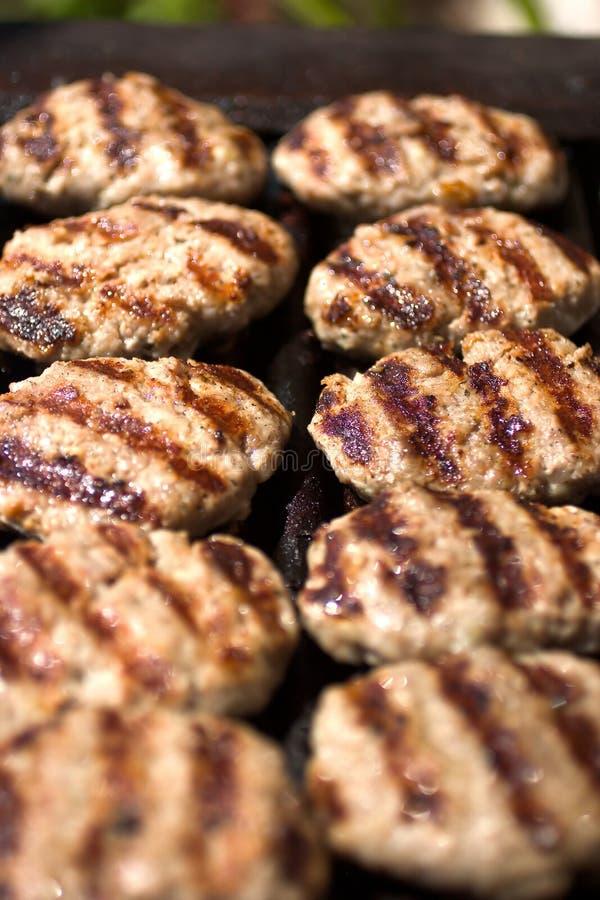 Keftes da carne na grade foto de stock