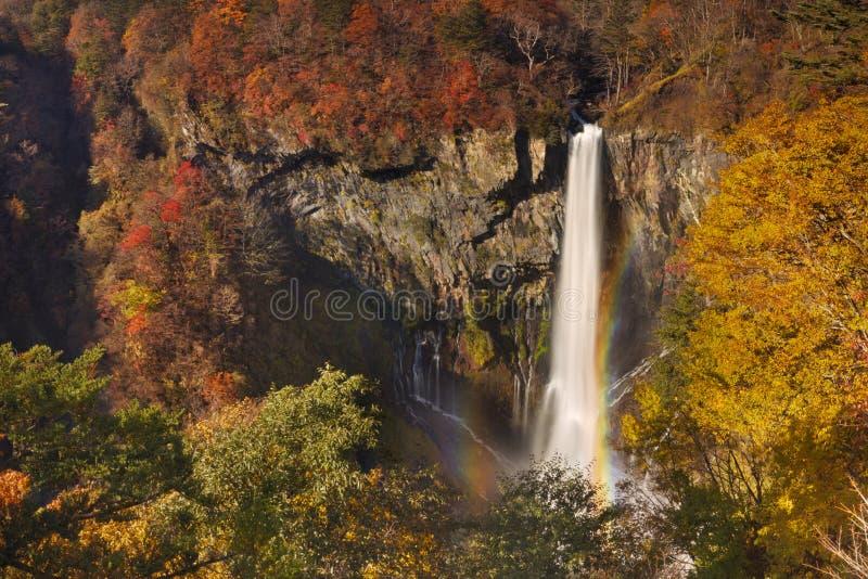 Kegon baja cerca de Nikko, Japón en otoño fotografía de archivo libre de regalías