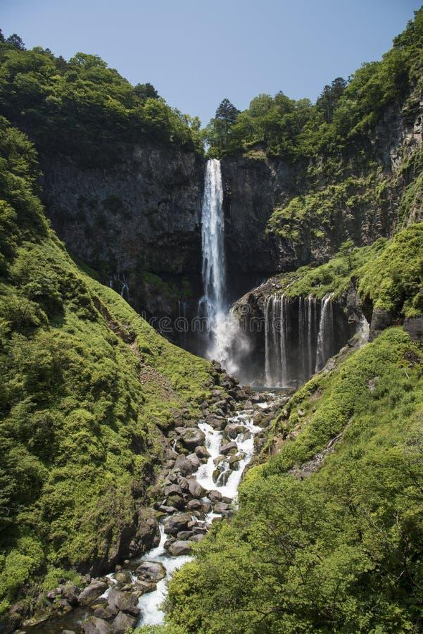 Kegon baja en el parque nacional de Nikko en Japón fotografía de archivo