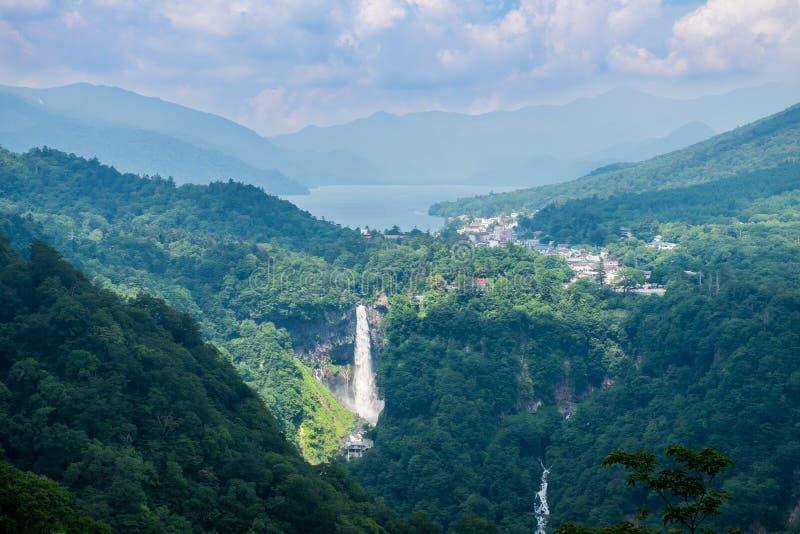 Kegon baja, la cascada famosa cerca del lago Chuzenji en Nikko, Japón fotografía de archivo