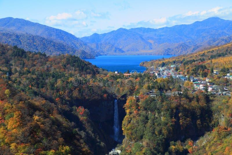 Kegon Falls och Lake Chuzenji i NIkko, Japan. royaltyfri bild