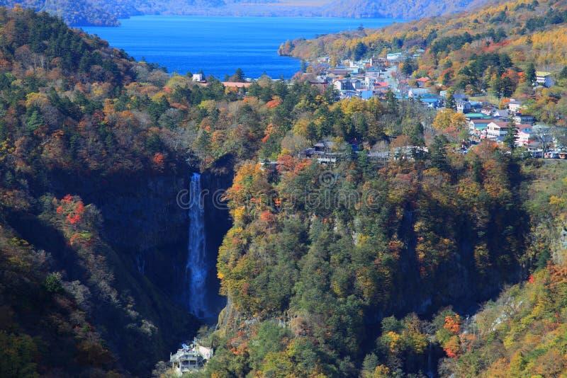 Kegon Falls och Lake Chuzenji i NIkko, Japan. arkivbild