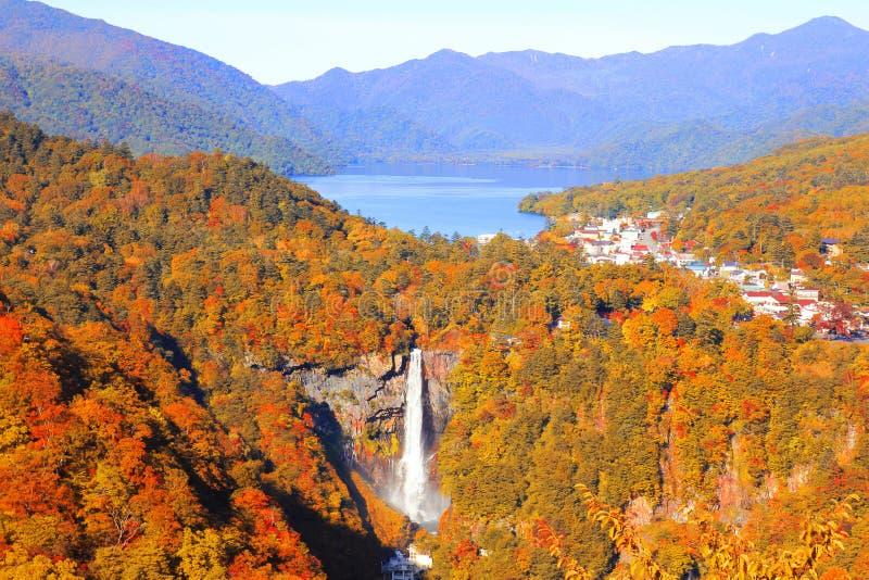 Kegon nedgångar och Chuzenji sjö i Autumn Season arkivbilder