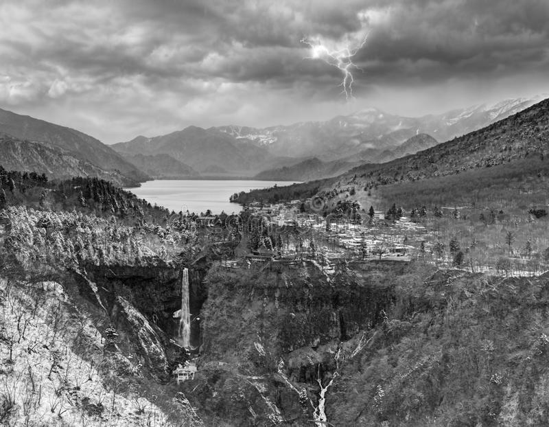 Kegon nedgångar och sjö Chuzenji, Nikko, Japan royaltyfri foto