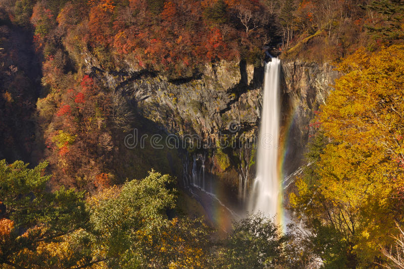 Kegon Spada blisko Nikko, Japonia w jesieni fotografia royalty free