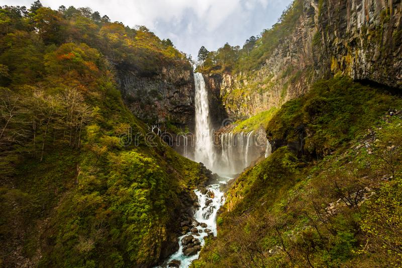 Kegon valt één van de hoogste watervallen van Japans in de herfst bij het Nationale Park van Nikko, Japan stock afbeelding