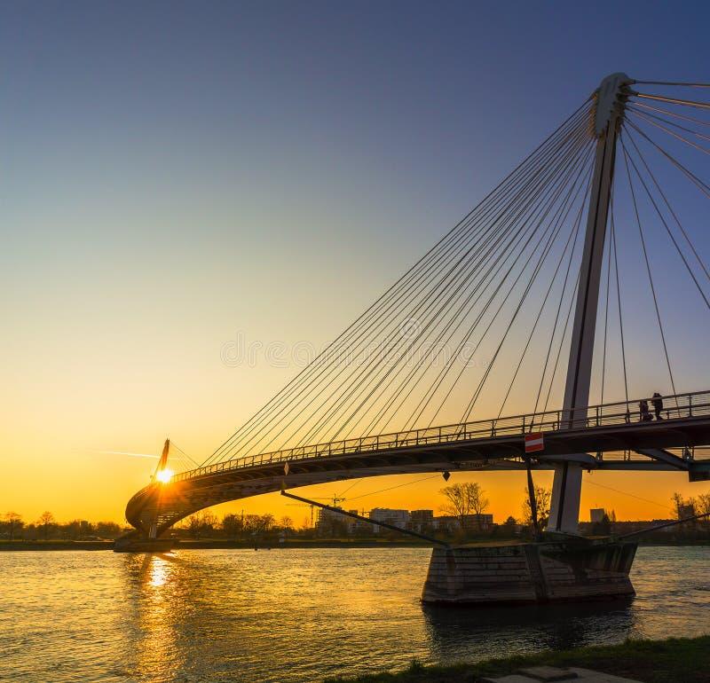 جسر راما الثامن دليل السياحة في بانكوك تايلاند
