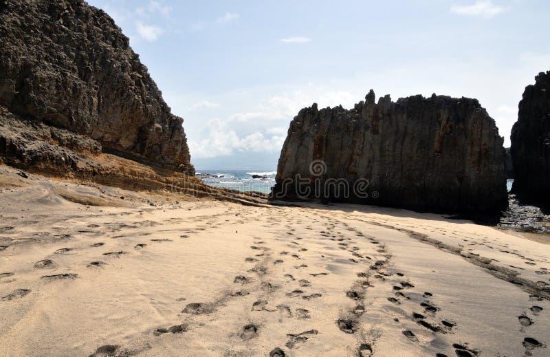 Kei tegen het eind van het strand stock fotografie