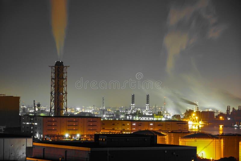 Keihin industriell zon som är synlig från Kawasaki Marien Kawasaki City, den Kanagawa prefekturen royaltyfria bilder
