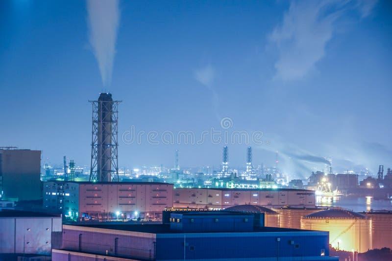Keihin industriell zon som är synlig från Kawasaki Marien Kawasaki City, den Kanagawa prefekturen arkivbilder