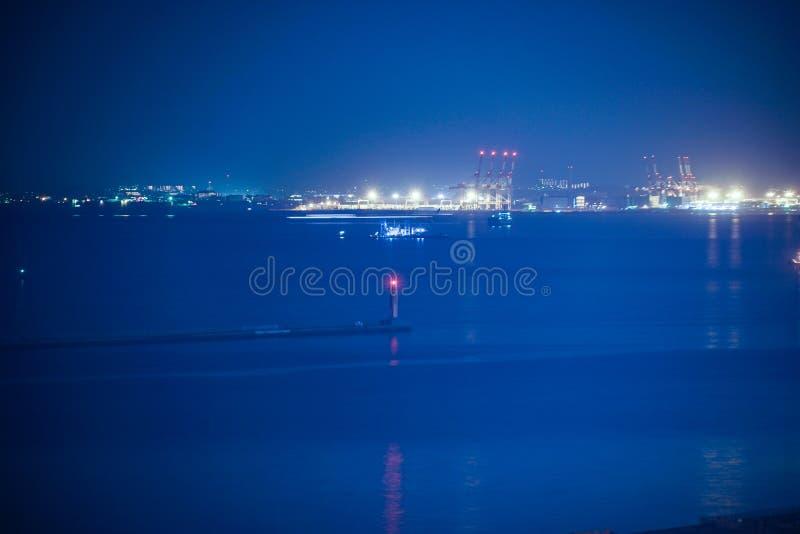 Keihin industriell zon som är synlig från Kawasaki Marien Kawasaki City, den Kanagawa prefekturen arkivbild