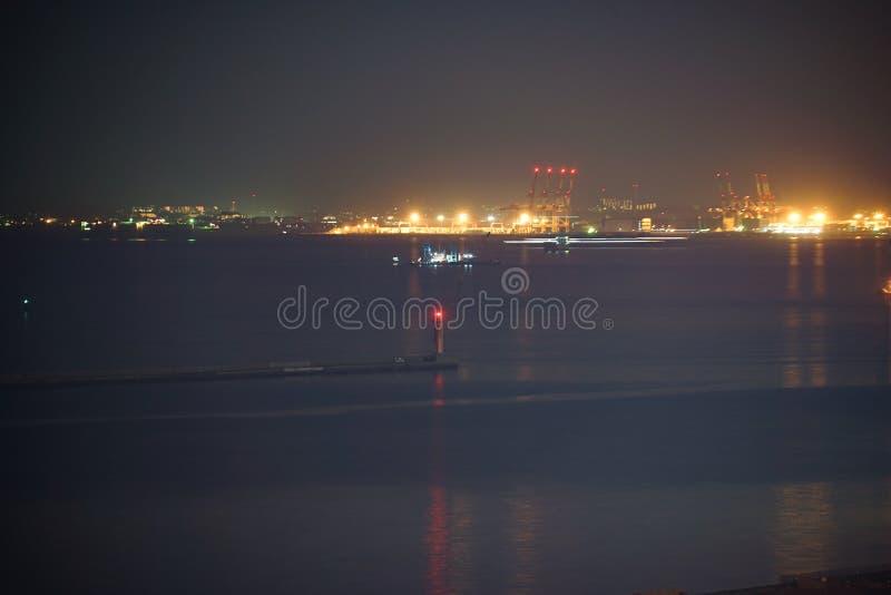 Keihin industriell zon som är synlig från Kawasaki Marien Kawasaki City, den Kanagawa prefekturen royaltyfri foto