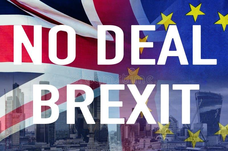 Kein Begriffsbild des Abkommens BREXIT des Textes über London-Bild und DER Großbritannien- und EU-Flaggen, die Zerstörung der Ver stockfotografie