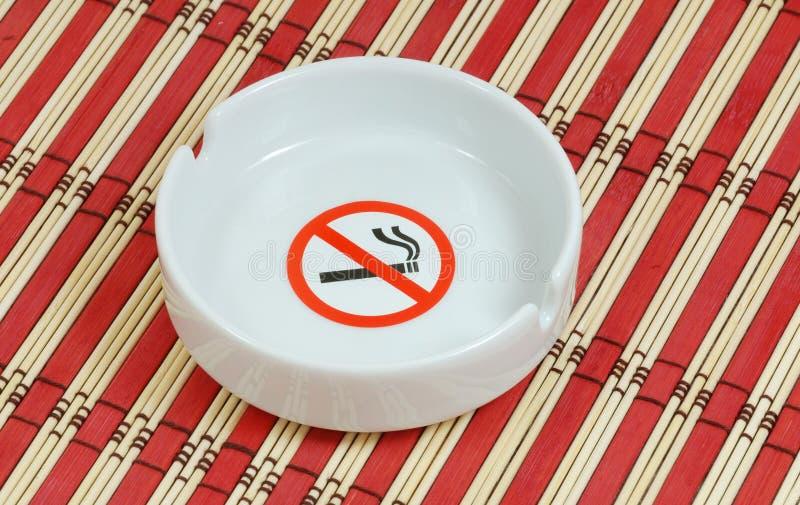 Kein Bereich des Rauches öffentlich stockfotografie