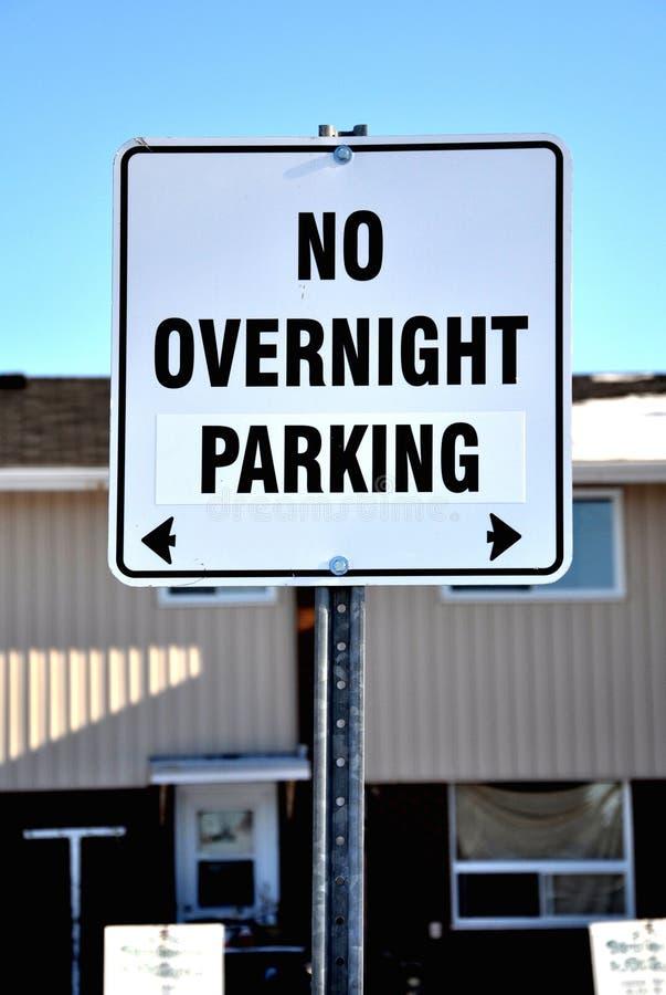 Kein Nachtparkenzeichen lizenzfreies stockfoto